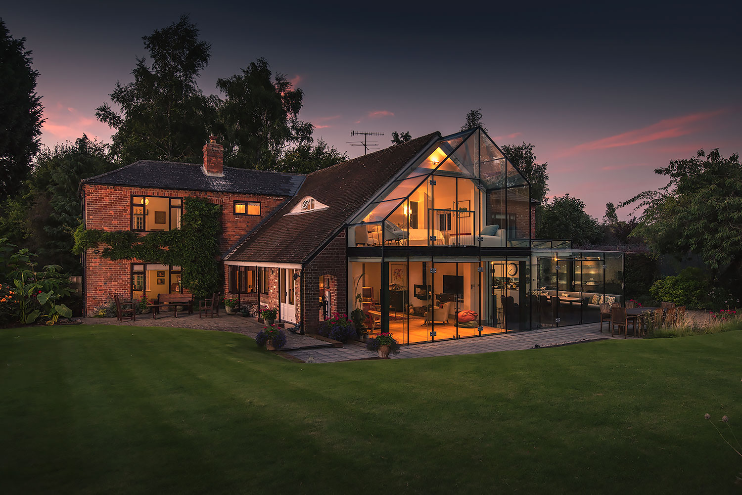 nighttime-architectural-photographer-real-estate-newbury-berkshire