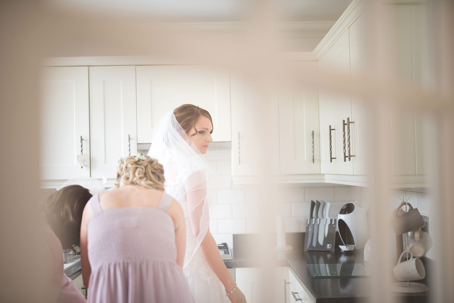 newbury berkshire mill hall wedding photographer bride getting ready in kitchen